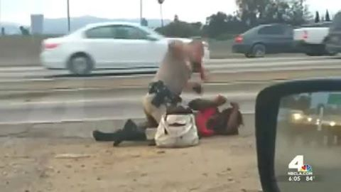 WTF Black Woman Getting Punched By Police Officer! #BlackLivesMatter